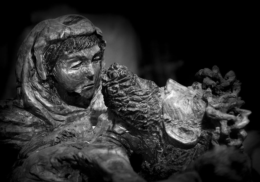 Pieta. Sculptor by Roberto Giacchino, Cefalù. Olive wood carving.
