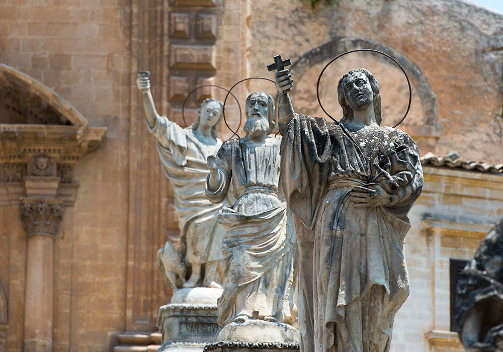 Statues, church of San Pietro in Modica