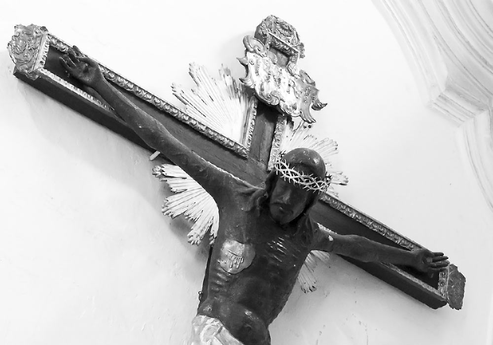 Crucifix (1484) by Pietro Ruzzolone.