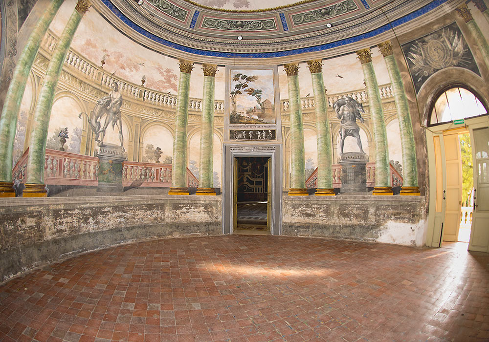 Villa Palagonia: The Hercules room.  Photo: Per-Erik Skramstad (Bagheria)
