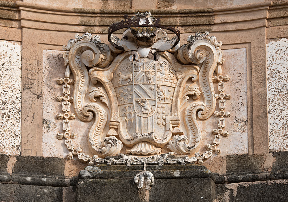 The coat of arms, Villa Palagonia. Photo: Per-Erik Skramstad