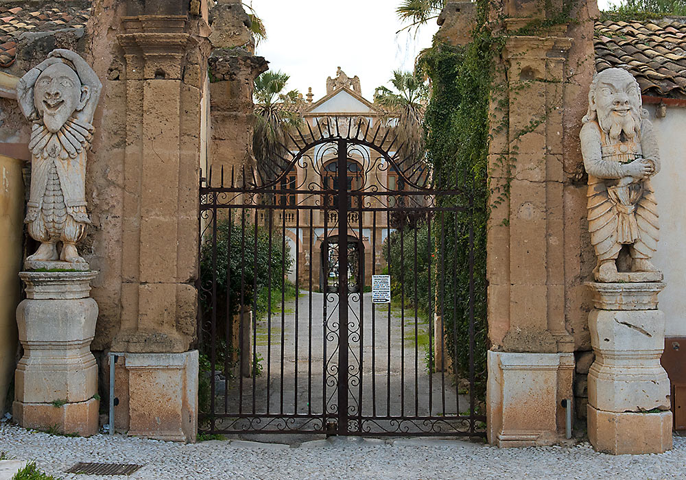Villa Palagonia, entrance facing Piazza Garibaldi.  Photo: Per-Erik Skramstad