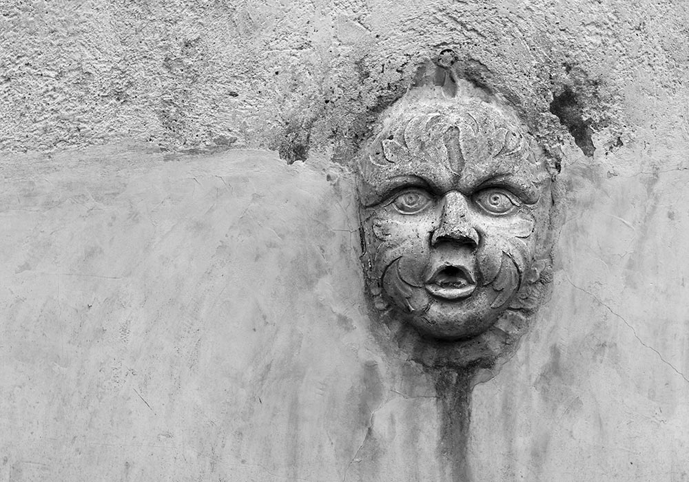 Relief in the garden wall at Villa Palagonia. Photo: Per-Erik Skramstad