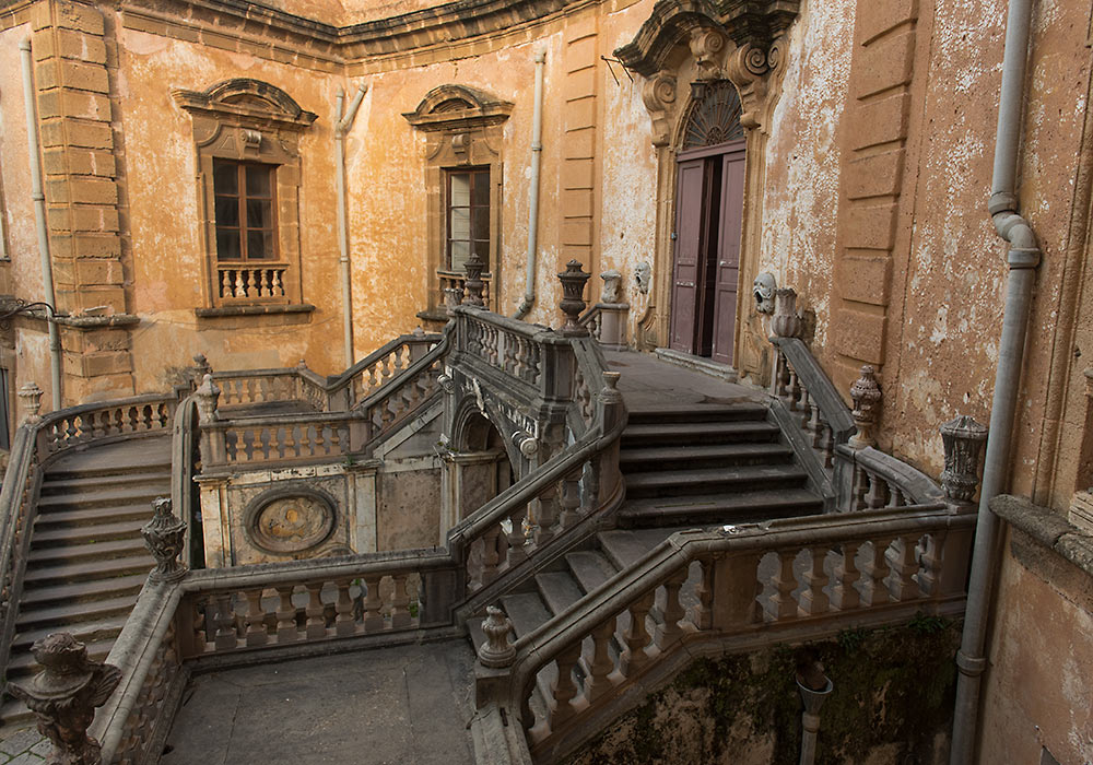 Villa Palagonia's wonderful double flight of stairs.  Photo: Per-Erik Skramstad